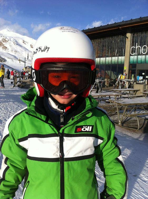 mlody narciarz